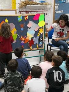 גל קרונקופ מקריאה את ספרה לילדים הגן